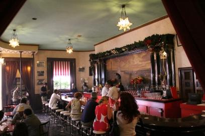 Floridita_bar,_Havana,_Cuba_1