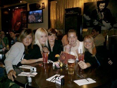 girls in hard rock cafe