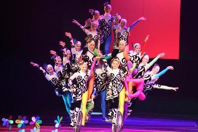 acrobatic-show-beijing-01