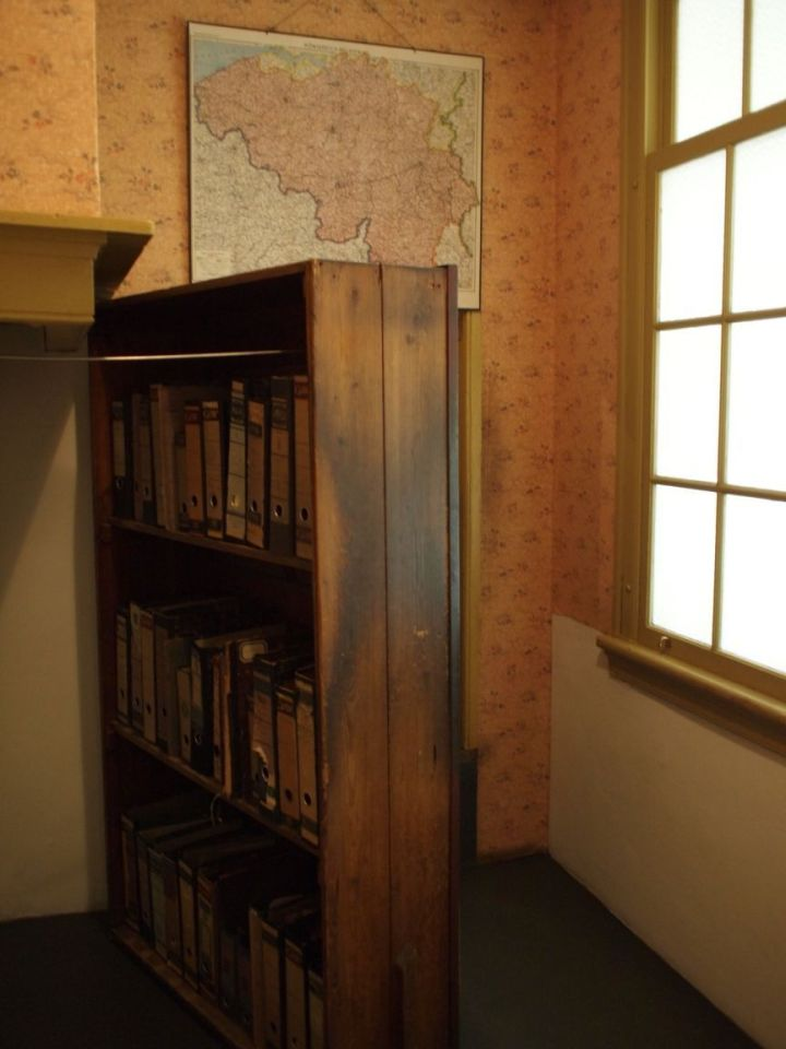 anne-frank-s-house-amsterdam-the-netherlands+1152_13022798487-tpfil02aw-27484
