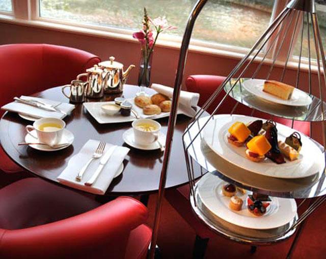 Hotel-De-lEurope-teatime