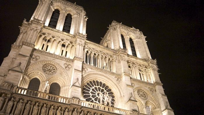 Walking-Paris-at-Night